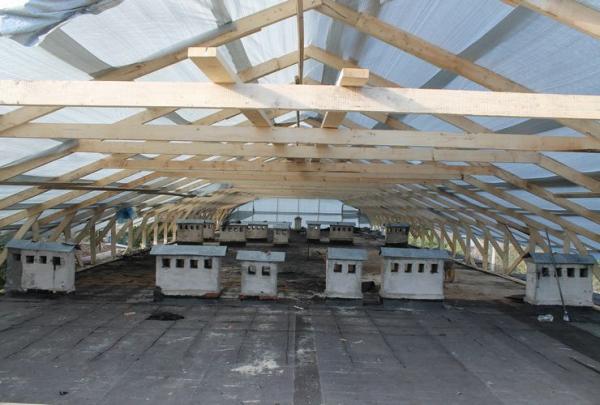 В Калуге жители многоквартирного дома на улице Суворова засомневались в возможности проведения в это время года качественного ремонта крыши